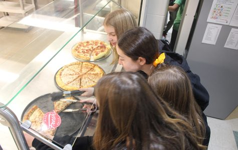 7th graders select their slices of pizza. Pizza was off the menu for six weeks due to a national ingredient shortage and pizza dough mix that contained sesame and eggs.