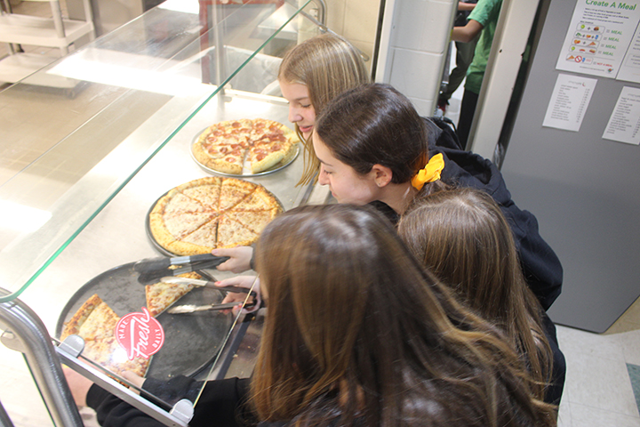 7th+graders+select+their+slices+of+pizza.+Pizza+was+off+the+menu+for+six+weeks+due+to+a+national+ingredient+shortage+and+pizza+dough+mix+that+contained+sesame+and+eggs.